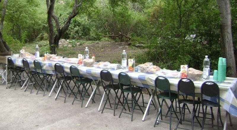Приготовление пикника в Каскеленском ущелье.