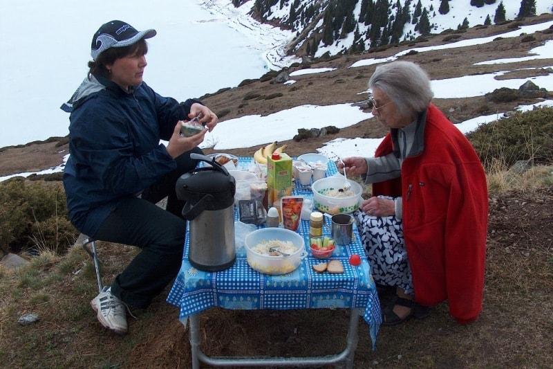 Пикник на Большом Алматинском озере.