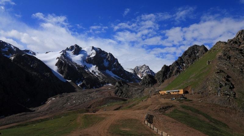 Конечная станция канатной дороги «Комби-2» на перевале Большой Талгарский.