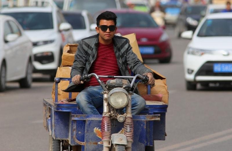 Кашгар всегда был известным торговым центром, местом, где встречался Восток с Западом, городом, где пересекались южный, северный и центральный маршруты древнего Шелкового пути.
