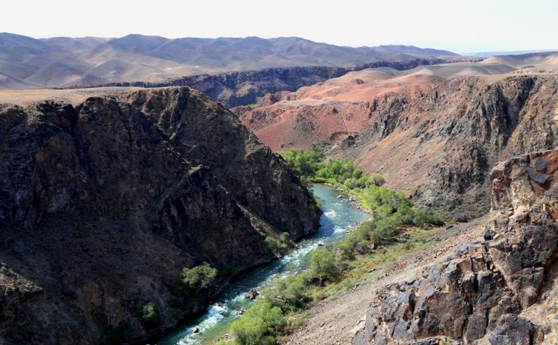 Река Чарын является левым притоком реки Или, протекающей на востоке Алматинской области, в 193 километрах от Алматы прорезает карбоновового возраста и интрузивные породы, слагающие горы Кулуктау, образуя при этом долину каньон.
