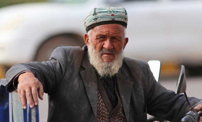 На базаре. Фактически, Кашгар представлял собой огромный базар, стоящий на пересечении цивилизаций, куда стекались купцы со всего света, чтобы продать или купить самые разные товары.