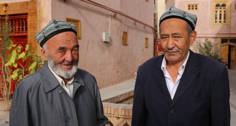 Два дедушки в Старом городе.