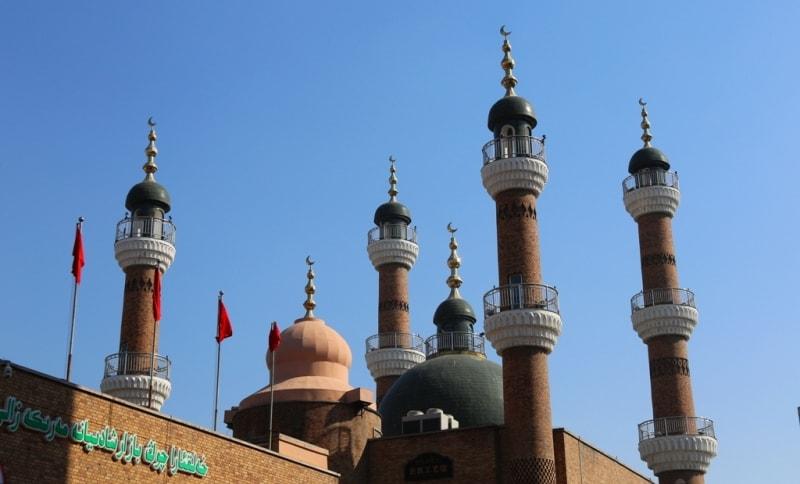 Мечеть города на городском базаре.