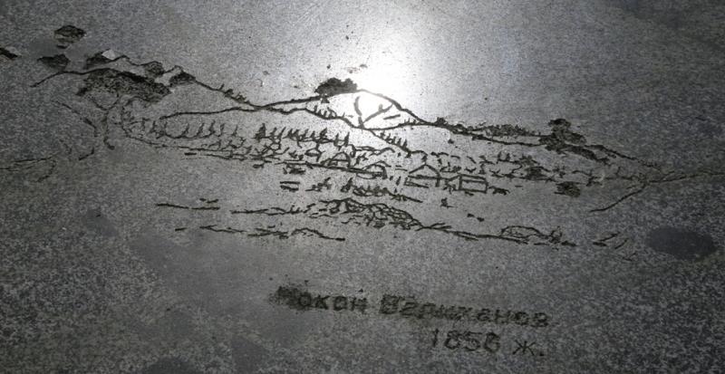 Сохранились надписи на камне.