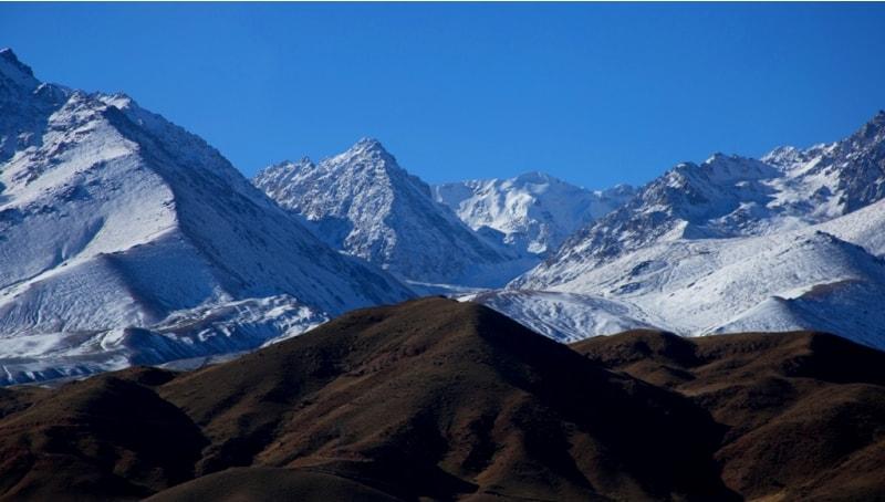 Наиболее высокая центральная часть хребта Терскей Ала-Тоо - между ущельями Барскоон и Тургень-Аксу, высшая точка - пик Каракол 5280 метров над уровнем моря, в верховьях реки  Онтор, левого истока Каракола.