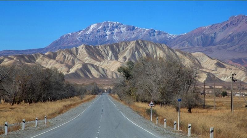 В 2015 году в Киргизии было закончено строительство автомобильной дороги, с участием китайских подрядчиков, от города Бишкек до перевала Торугарт, на кыргызско-китайской границе, протяженностью 500 километров.