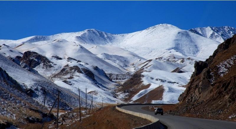 Окрестности перевала Долон. Построена новая дорога через перевал Долон, на 13 метров понижена высота перевала.