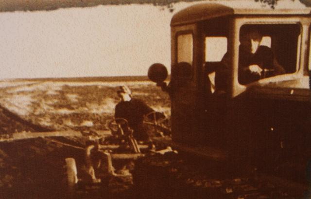 Трактор ДТ-54 на целине в Акмолинской области.