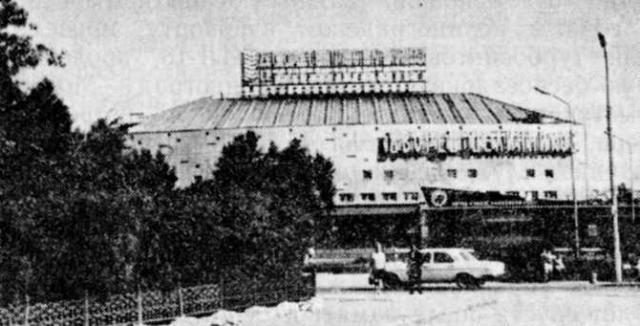 Дворец «Целинников» в Астане. Фотография Н.Имамова. 1977 год.