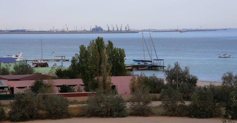 Актау и Каспийское море.