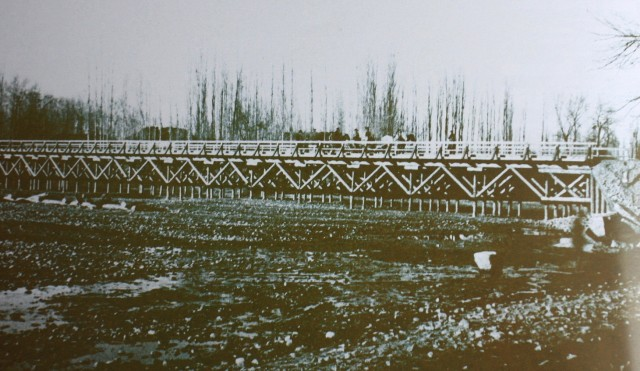 Мост через реку Или. Автор Андрей Павлович Зенков. 1930-ые годы.