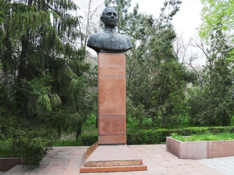 Абдулла Розыбакиев - председатель Верненской секции мусульманских коммунистов-большевиков РКП(б).