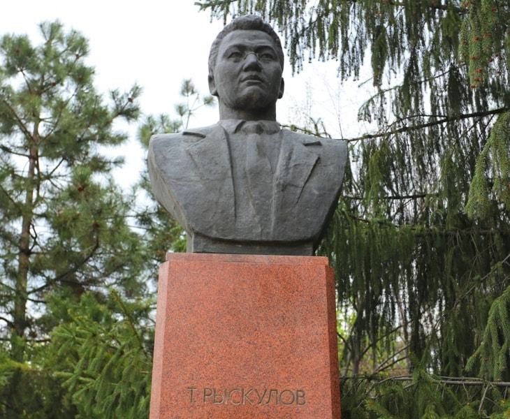 Турар Рыскулов - председатель Мусульманского бюро Туркестанской Коммунистической партии.