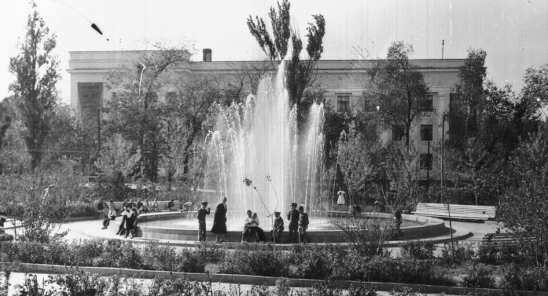 Fountains in the Old Square. 1957.