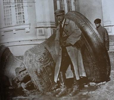 Сброшен колокол со звоницы в 1929 году.