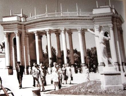 Центральный вход в парк имени М.Горького.