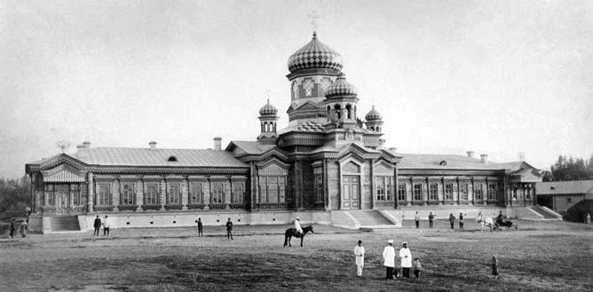 Купола церкви Александра Невского и Марии Магдалины.