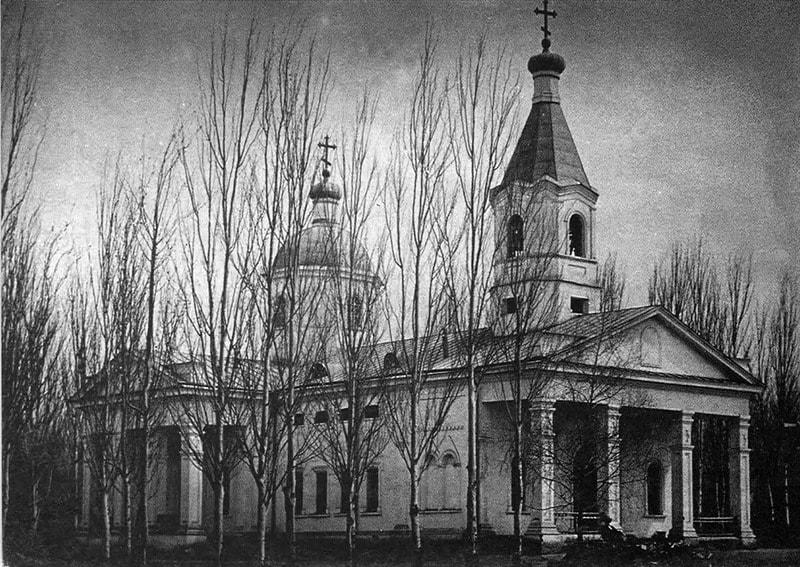 Кафедральный собор построенный в 1875 году, находился в стороне от современного собора, был разрушен землетрясением в 1887 году.