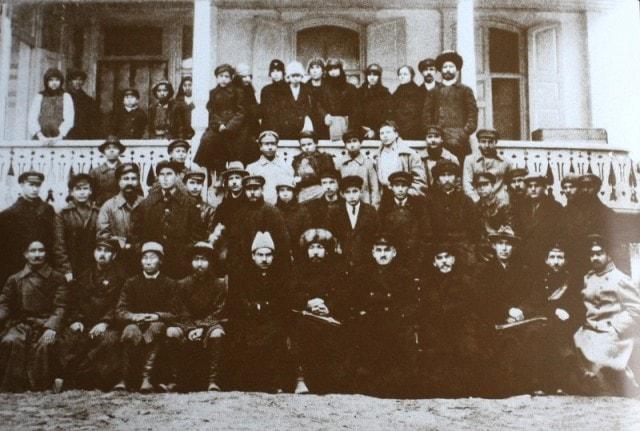 А.П.Зенков (справа, внизу) среди сослуживцев, 1920-30-е г.г.