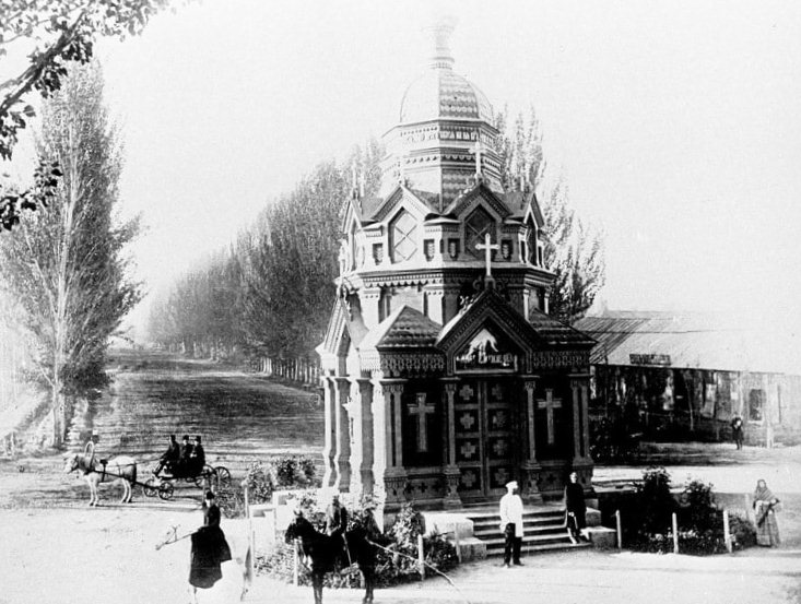 "Photos. The city of Faithful. Znamenskaya chapel in memory of the earthquake of 1887. Until the 1910s. Photo from the journal ""Nature and People""."