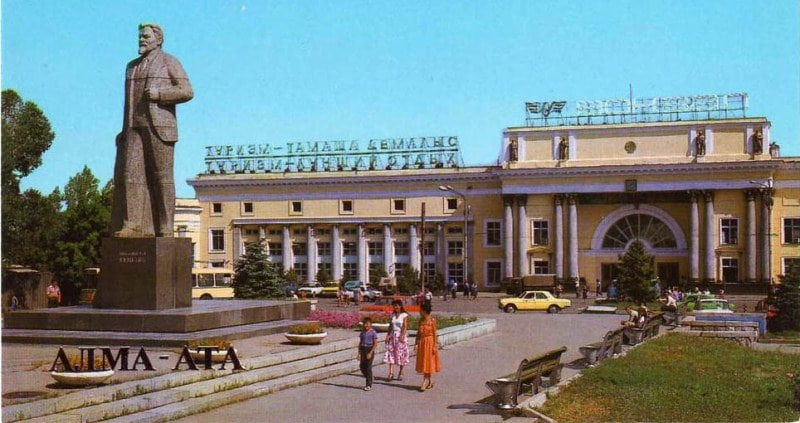 The building of the railway station Alma-Ata-2 and a monument to M.I. Kalinin. 1987.