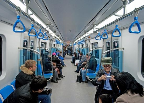 В вагоне Алматинского метро.