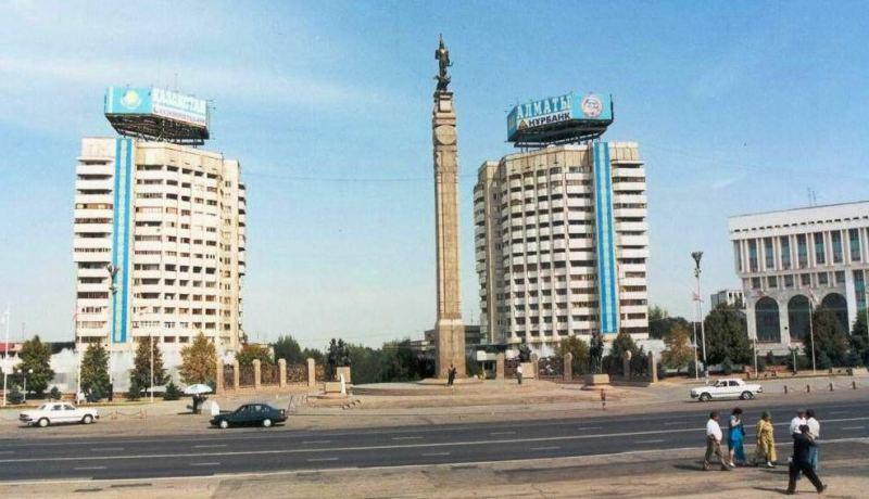 Новая площадь 90-ые годы прошлого столетия.
