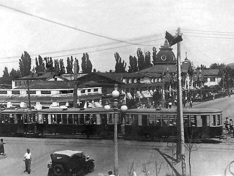 Перекресток улиц Карла Маркса и Горького в 30-ые годы. Ныне улицы Жибек-Жолы и Кунаева.