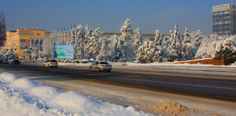 Улица Толе-би, бывшая улица Комсомольская. Зима, 2012 года.