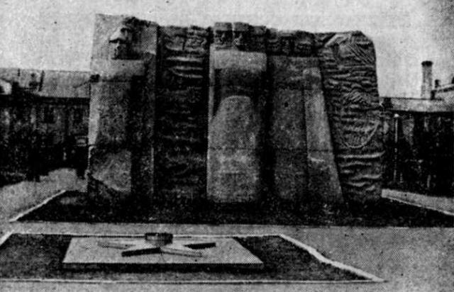 Новый памятник на братской могиле революционеров в Акмоле. Снимок Н. Имамова. 1975 год.
