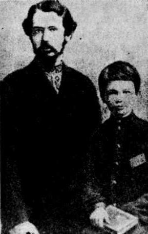 Ссыльный революционер А.И. Богомолец с сыном, впоследствии академик Ан СССР. Автор снимка неизвестен.