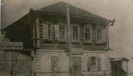 Здание в поселке  Чапаево, раньше здесь размещался штаб 25 дивизии В.И.Чапаева в сентябре 1919 года.
