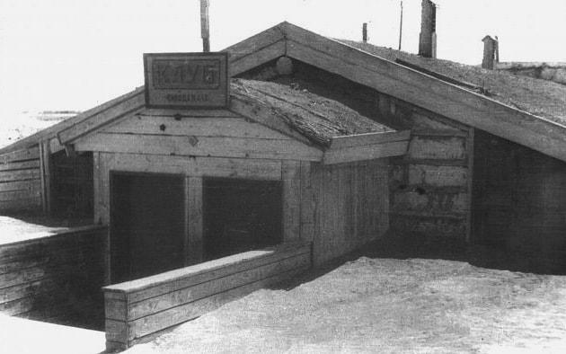 Первое здание Заводского клуба.
