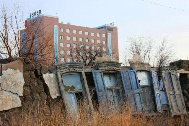 Развалины старого дома в Атырау.