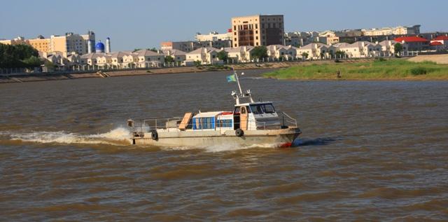 Круизный катер на реке Урал.