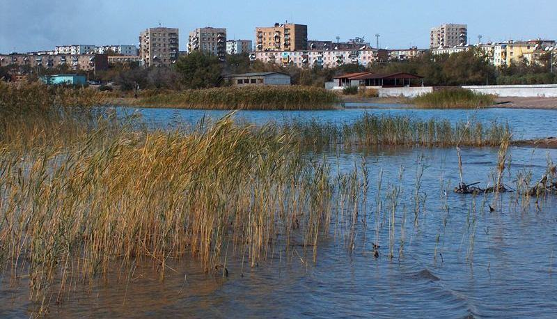 Вид на город с озера Балхаш.