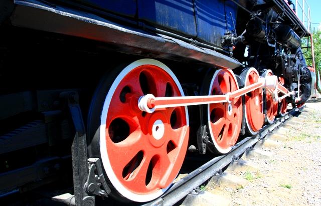 Колесные пары паровоза.