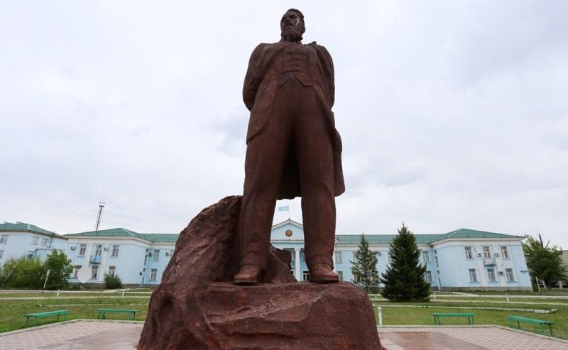 Monument for Igor Kurchatov.