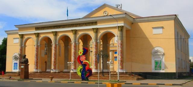 Городской дворец культуры имени Аскара Токмагамбетова.