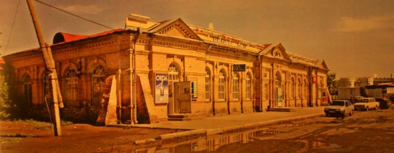 Приходское училище. 1878 года постройки. Ныне Торговый дом.