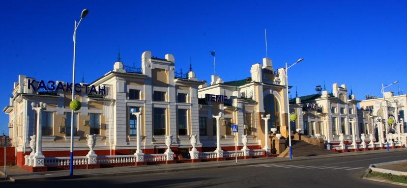 Железнодорожный вокзал в Кызылорде. Построен в период с  1900 по 1905 годы.