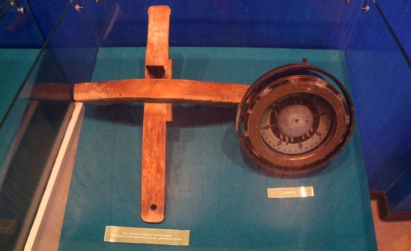 Инструмент для крепления крышки деревянной бочки. Барометр.