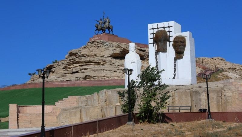 Памятник на холме Курганташ.