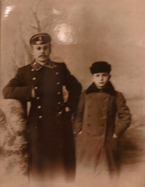 Sons of Z. Dubsky. Michael and Alexander. 1910. From the archive of the Dubski family.