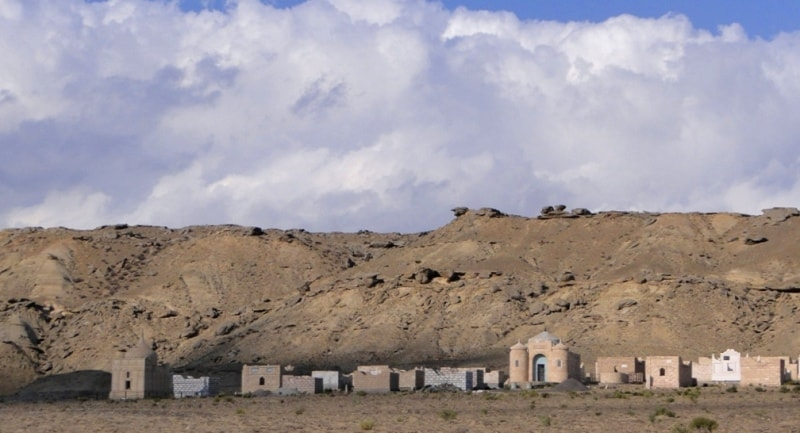 Мазары в окрестностях Шетпе.
