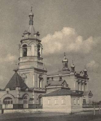 """Из кирпича Троицкого собора был выстроен шестнадцати-квартирный дом, в народе прозванном """"Шишка""""."""