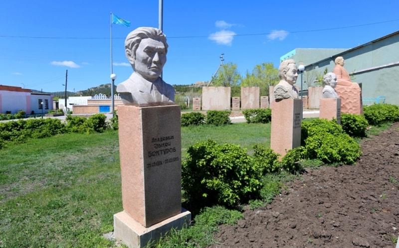 В поселке Баянаул.