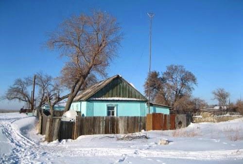 Домик, зимой в деревушке.