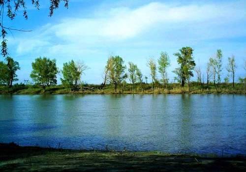 У Река Иртыш.